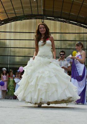 Финальная часть парада и дефиле невест а Дендропарке.